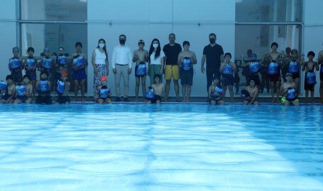 'Yüzme Bilmeyen Kalmasın' projesi ile Kayapınarlı çocuklar yüzme öğreniyor