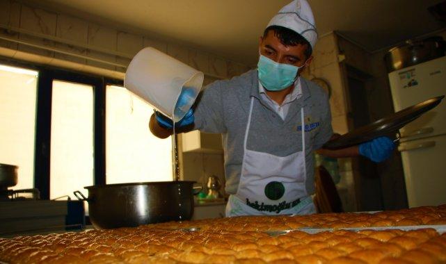 Elazığ'da tatlıcıların bayram yoğunluğu