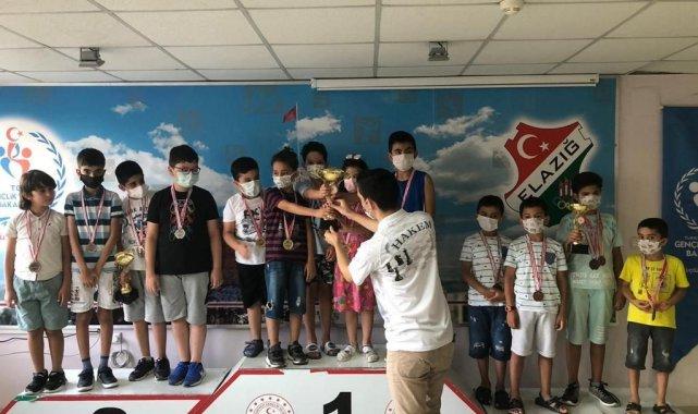 Elazığ'da satranç turnuvasına yoğun ilgi