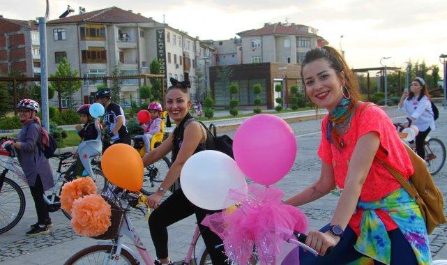 Elazığ'da 'Süslü Kadınlar' Otomobilsiz Kentler Günü için pedal çevirdi
