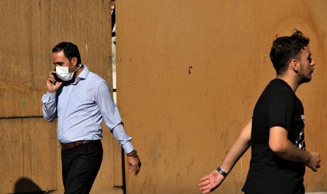 Elazığ'da vatandaşlar korona virüs tedbirlerini unuttu, maskeler çene altına indi