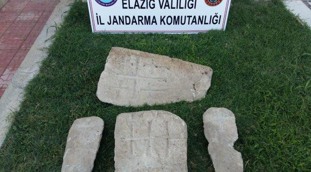 Elazığ'da Haç İşaretli 4 Adet Mezar Taşı Ele Geçirildi
