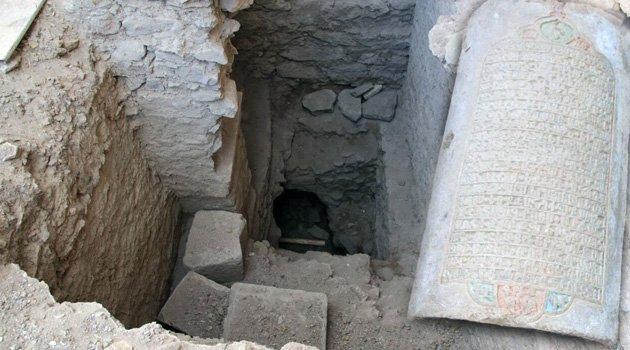 KIZIL KİLİSE'DEKİ KAZILARDA 165 YILLIK KİTABE BULUNDU