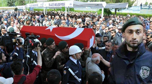 ŞEHİT POLİS COŞKUN ÖZCAN TÖRENLE UĞURLANDI