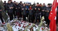 ELAZIĞSPOR KAFİLESİ ŞEHİT POLİS SEKİN'İN MEZARRINI ZİYARET ETTİ